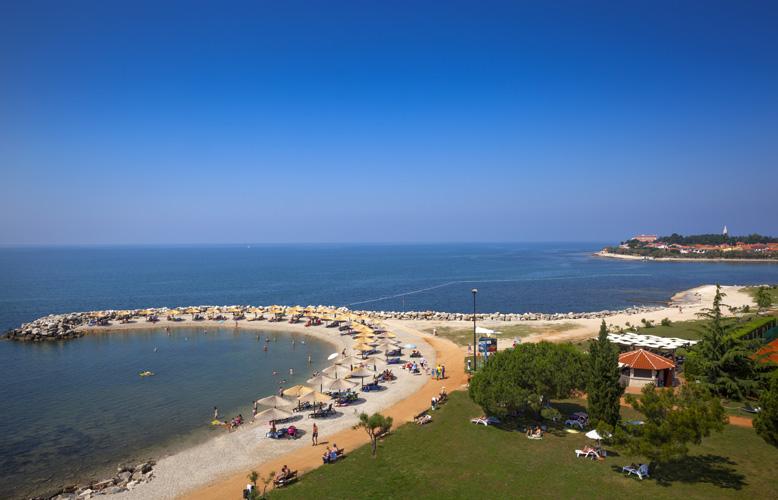 01-Aminess-Maestral-Hotel-Beach-Beach-01_778x500