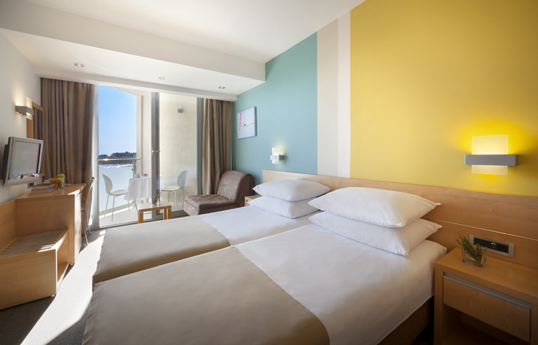 01-Aminess-Maestral-Hotel-Rooms-Double-room-Sea-side-1_778x500