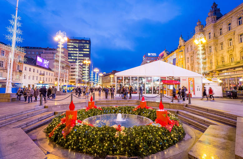 Advent-on-the-main-square2_-©Julien-Duval_778x510