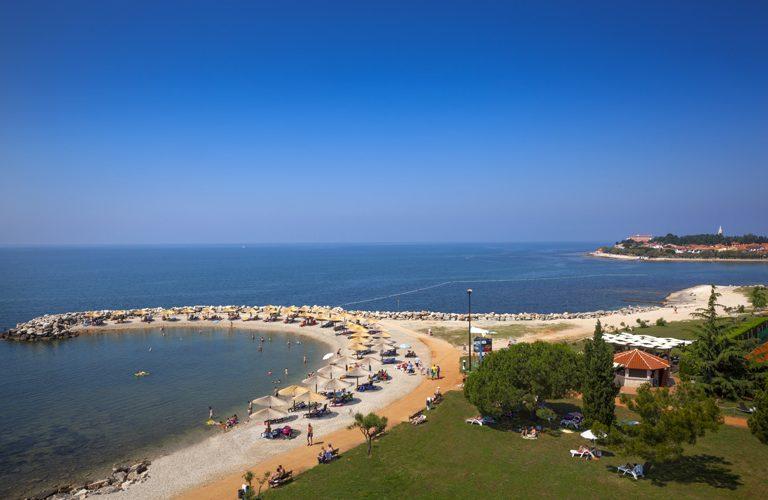 01 Aminess Maestral Hotel-Beach-Beach 01_778x500