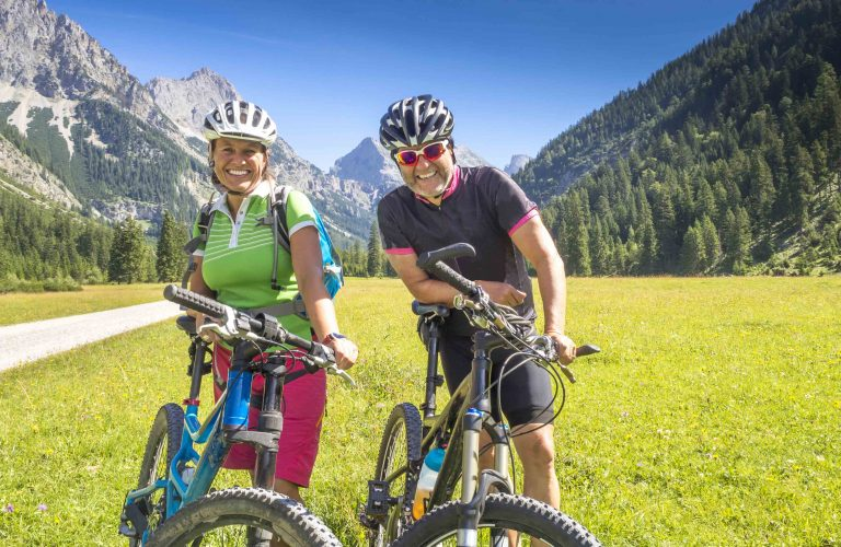 Portrait Mountainbiker in den Alpen