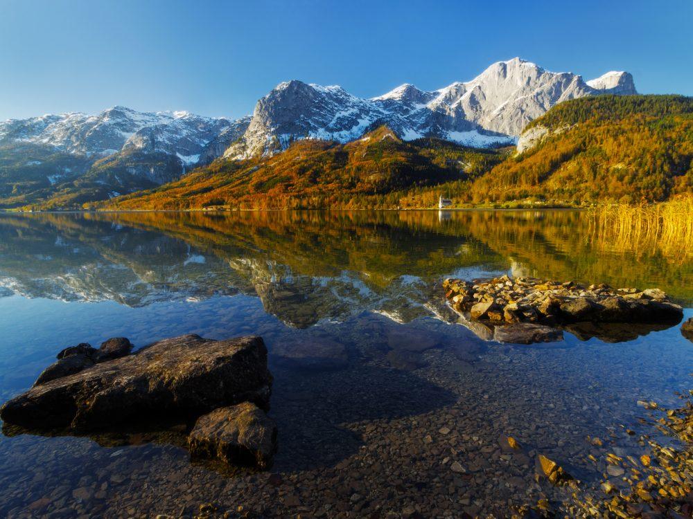 Autumn Grundlsee lake in Alps mountains, Upper Austria